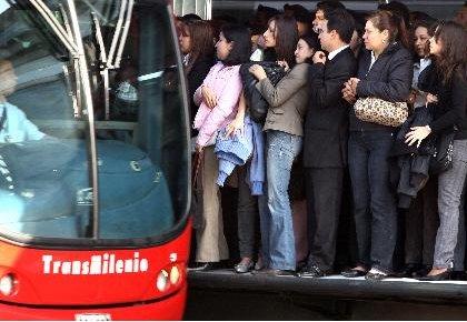 Llaman a mujeres a detener abusos en lugares públicos